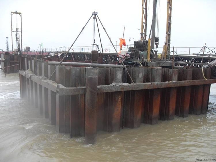 水利工程中钢板桩施工围堰措施