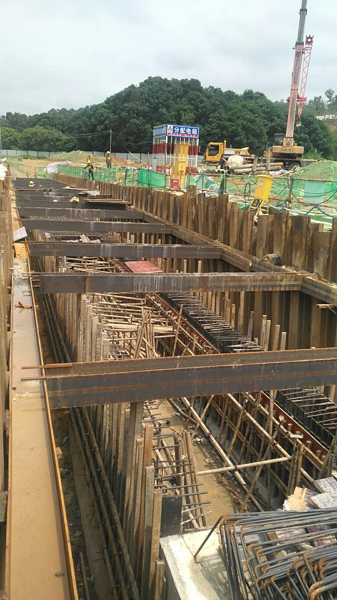 拉森钢板桩地基破裂导致的倾斜问题
